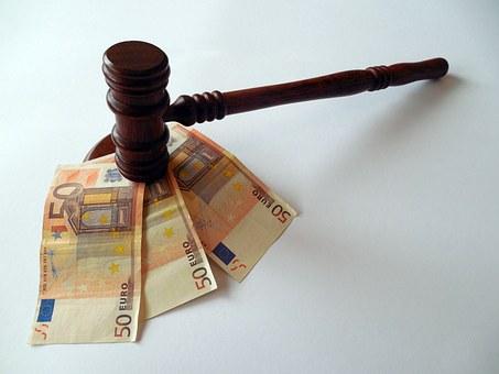 Omesso versamento di ritenute dovute: assoluzione per particolare tenuita' del fatto (art. 131 bis c.p.) se la soglia di punibilita' e' lievemente superata